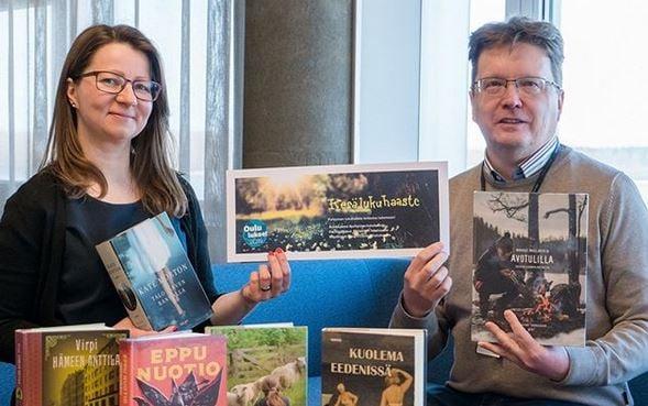 Heidi Karhu ja Jouni Pääkkölä esittelevät lukuhaastetta.